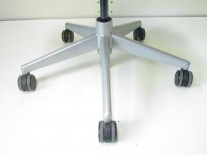 【残り1脚!】プラチナフレームなのに安い!スチールケース製リープチェア!背もたれメッシュ素材【Leap chair V2】【Steel Case】[leap-hd](中古)