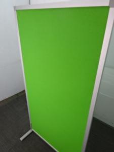 《1点物!!》鮮やかなグリーンのパーテーション!!|自立式パーテーション(中古)