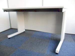 【オフィスを明るく!】ホワイト色の平机!【定番の幅1200mm!】