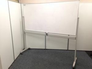 【人気商品緊急入荷!】限定1台の自立式ホワイトボード、両面書けますので便利!|その他シリーズ(中古)