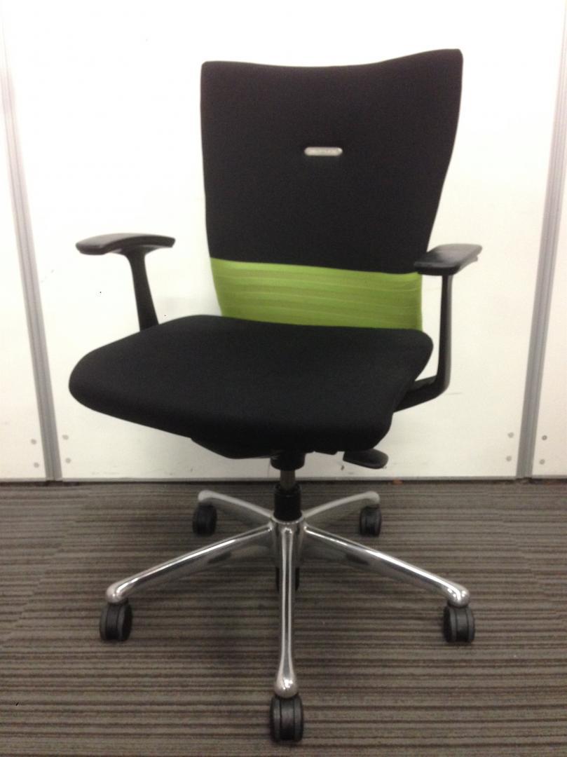 【ロット入荷!】座り心抜群のフィーゴチェア!【ブラックとグリーンのオシャレな色合い!】
