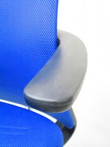 落ち着いたブルーがきれいでおしゃれなチェア!コクヨ製のM4シリーズ!肘の部分で上下昇降が出来る優れもの!(中古)