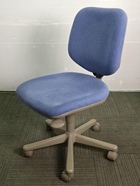 【10脚入荷】オカムラ製中古オフィスチェア CG-E 肘無 明るいブルー色