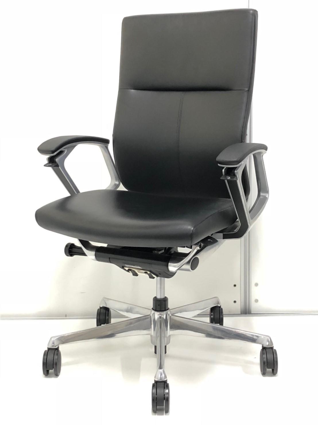 【革張り製の重厚感あふれるチェア】役員様用や、会議室でのご使用にいかがでしょうか?