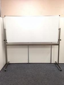 【オフィスに1台は欲しい!】中古では希少なホワイトボード入荷!両面書けます!|その他シリーズ(中古)