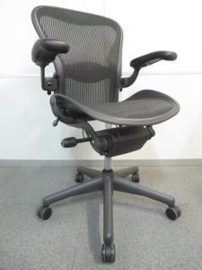【新品買うのはモッタイナイ!未使用品で状態良好!】■アーロンチェア(Bサイズ)可動肘/ランバーサポート[Aeron chair](中古)
