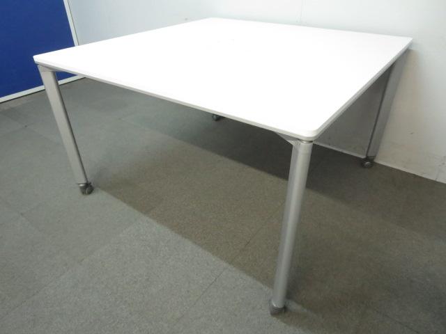 【フレキシブルに使えるキャスター付!】■OAワークテーブル W1200mm ホワイト