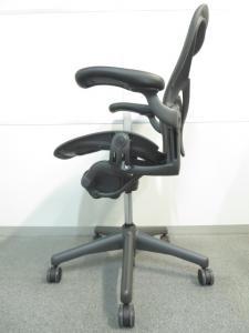 【新品買うのはモッタイナイ!未使用品入荷!】■アーロンチェア(Bサイズ)ポスチャーフィット 可動肘 グラファイトカラーベース クラシックペリクル[Aeron chair](中古)