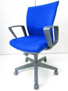 ブルーがきれいなトレンザチェア!布地が厚く長時間のオフィスワークにも!4脚揃います