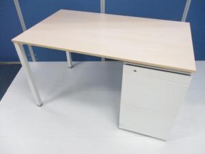 オカムラ製のナチュラル×ホワイトのオシャレな片袖机が入荷しました!