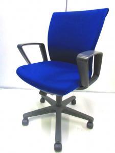 ブルーがきれいなトレンザチェア!布地がメッシュ調で座り心地も快適です!
