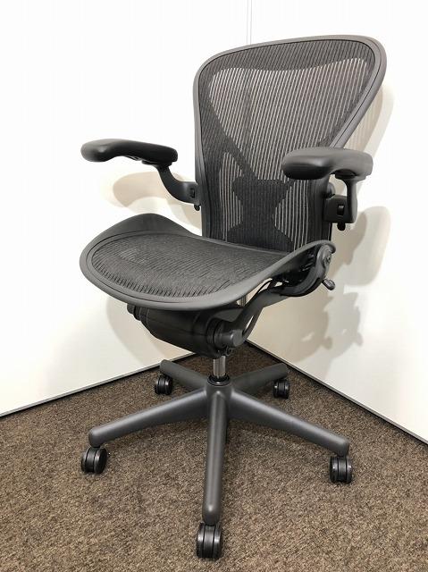 椅子の王様であるアーロンチェアが入荷!新古品のため状態はかなり良好です。