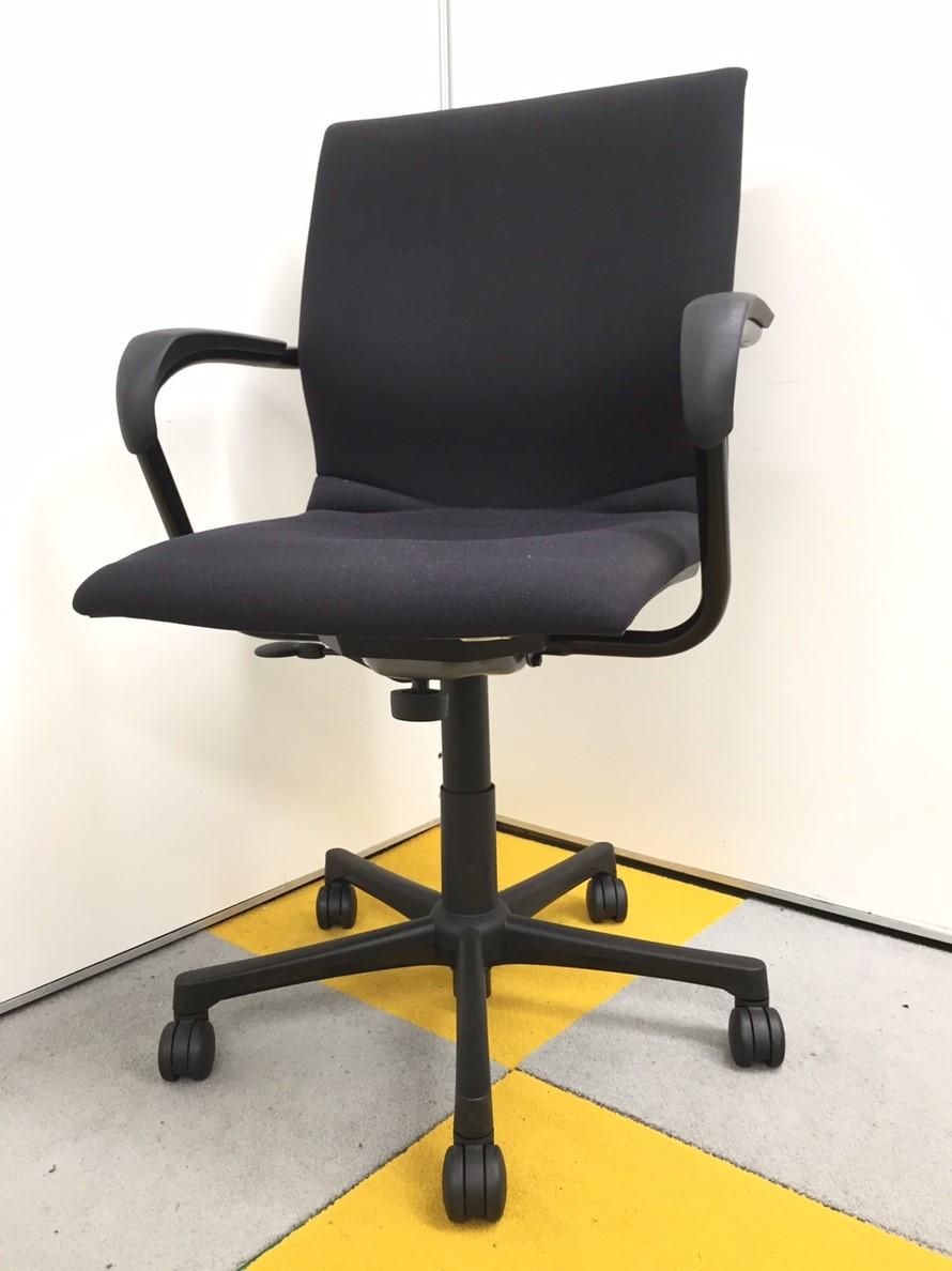【座面の角に穴があるためお値段安くしてます】【スチールケース製】【すっきりしたデザイン!】 プロテジェチェア