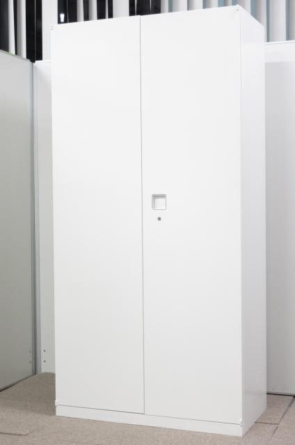 【人気シリーズ!!】オフィスに映えるホワイトカラー!!手の届きやすいサイズ感!!【1台入荷】
