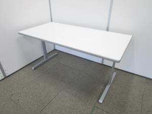 【シンプルで使いやすいホワイトテーブル】人気のT字脚タイプ【W1500で狭いところにも使えます】