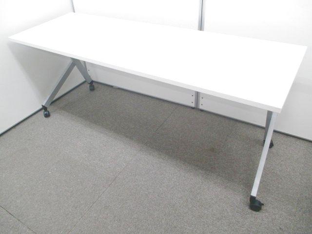 【会議、商談など様々なシーンで】利便性の高いスタックテーブル入荷致しました。
