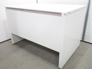 【パネル脚仕様】デザイン性の高いパネル脚ホワイトデスク|イトーキ CZR|【Ω】[CZR DESK](中古)