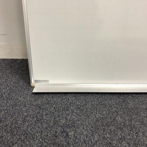 壁掛けフック付き 縦長のホワイトボード 【珍しいサイズ】|その他(中古)