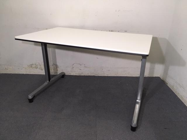 【1台入荷】オカムラ製|W1500|オフィスに人気のホワイトテーブル入荷致しました!4名様でのご使用にオススメです!