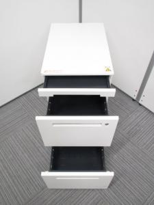 【セット商品:平机127×3段ワゴン】イトーキ製人気のホワイトカラー 人気のホワイト色がオフィスを明るくします。高さH720タイプです。CZRシリーズセット。[CZR DESK](中古)
