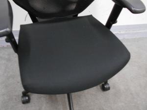 [1脚限定特別価格]プラス パフォーマ 人気のブラックカラー 事務所でもご自宅でもどんな場所でも使いやすいです![Performa sforzando](中古)