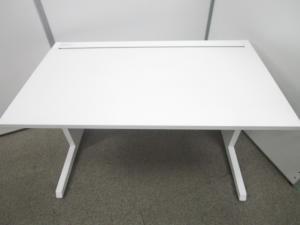 【W1200サイズ】使い勝手の良いサイズのホワイトデスク イトーキ 平机 [CZR DESK](中古)