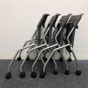 【お得な4脚セット】キャスター付き+収納可能な、ネスティングタイプミーティングチェア!!|その他(中古)