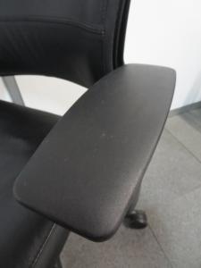 【高品質で極上の座り心地!】■リープチェア 高級黒革張りタイプ ハンガー付[leap-hd](中古)