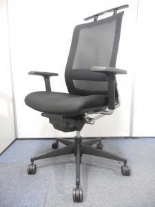 【国内メーカー品!!】可動肘付OAチェア!事務椅子!コートハンガー付き!【メッシュでお手入れ簡単!!】