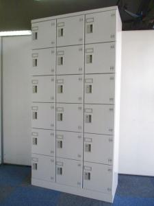 【鍵が各2本付き!】18名用のシューズボックス!【ホワイトグレー色です】