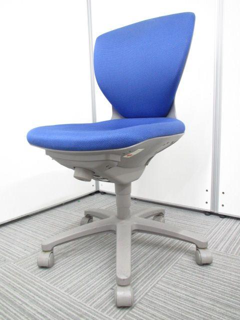 【独特な形が特徴!】身体をしっかり捕らえる構造!ローコストながらがっちりとした座り心地!