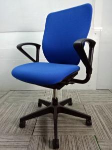 ◆数量5台◆~イトーキ製プラオチェア~発色のある鮮やかなブルーでオフィス内の存在感です♪