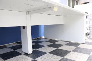開放感あるホワイトがきれいなフリーアドレスデスク!1人あたりの幅が取りやすい幅120cm天板!全体で360cm(4~6名様用)搬入も楽チンです![ProUnit Freeway](中古)