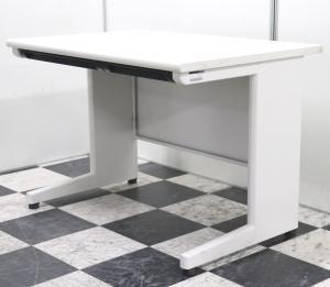 ホワイトで使いやすい100cmサイズの平机(事務机)が大量に入荷致しました!ワゴンや脇机と合わせては!?