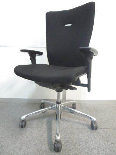 【座れば分かるワンランク上の快適さ!】■オカムラ製 フィーゴチェア【ブラックカラー】■可動肘付
