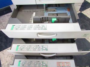 【RICOH MPC3003】印刷枚数約9万枚!1分間30枚連続印刷可能!ホワイトボディがカッコいい!(中古)