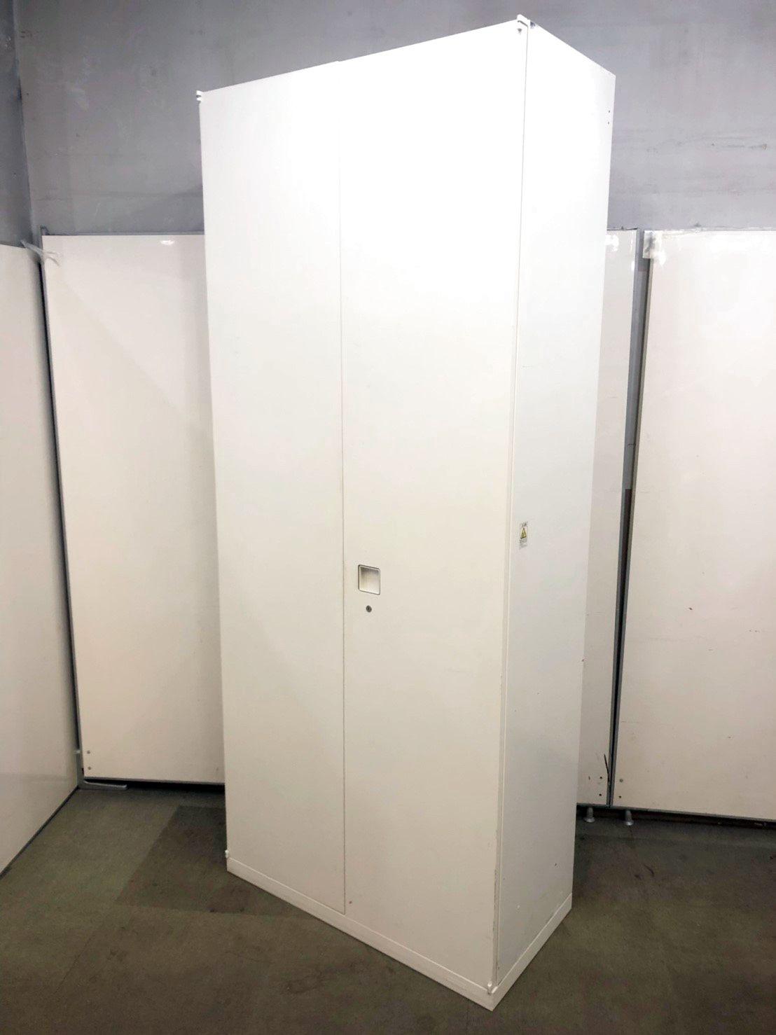 【人気のホワイト色】施錠可能でたくさん収納できます。
