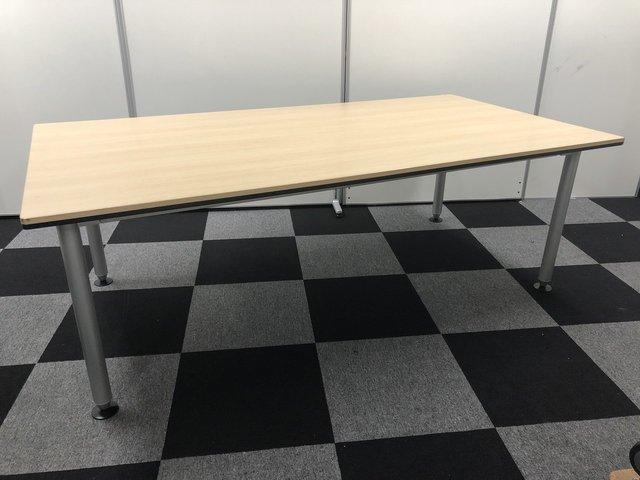 【明るい天板:ナチュラル色】会議室やリフレッシュルームにおすすめ【オカムラ製テーブル】