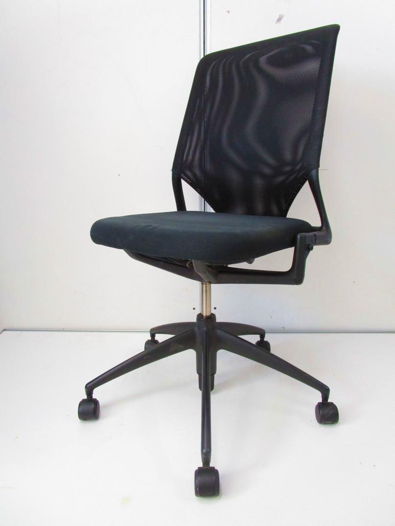 【おつとめ品】座面状態悪いためお安くしました■シンプルなデザインのチェア vitra(ヴィトラ)製メダⅡチェア【A00513081】【β】
