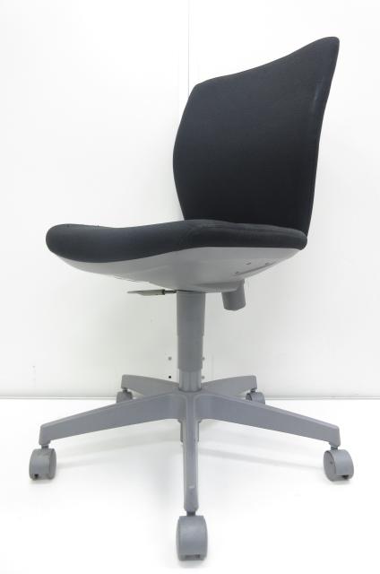 【座面部分に解れ有】シンプルなデザインとポップなカラーがオフィスにフィットするチェア!!
