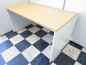 オフィスを明るく足元広々で使いやすい イトーキ製インターリンク 平机