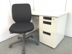 6セット限定!!【明るいホワイトカラー片袖机と操作が簡単で長時間のオフィスワークでも快適なダブルクッション構造のOAチェアのセット商品です!!】