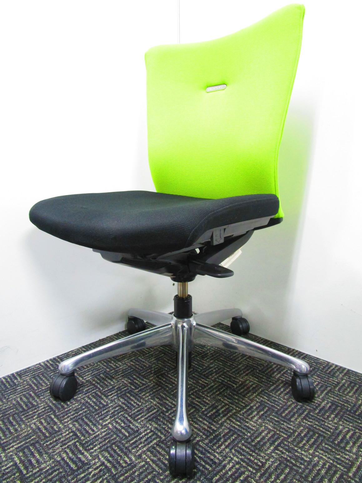 【おつとめ品】オカムラ定番のフィーゴチェア!リクライニング不良の為、お安くご提供!快適な座り心地を徹底追及された設計で長時間のデスクワークも【A00557597】