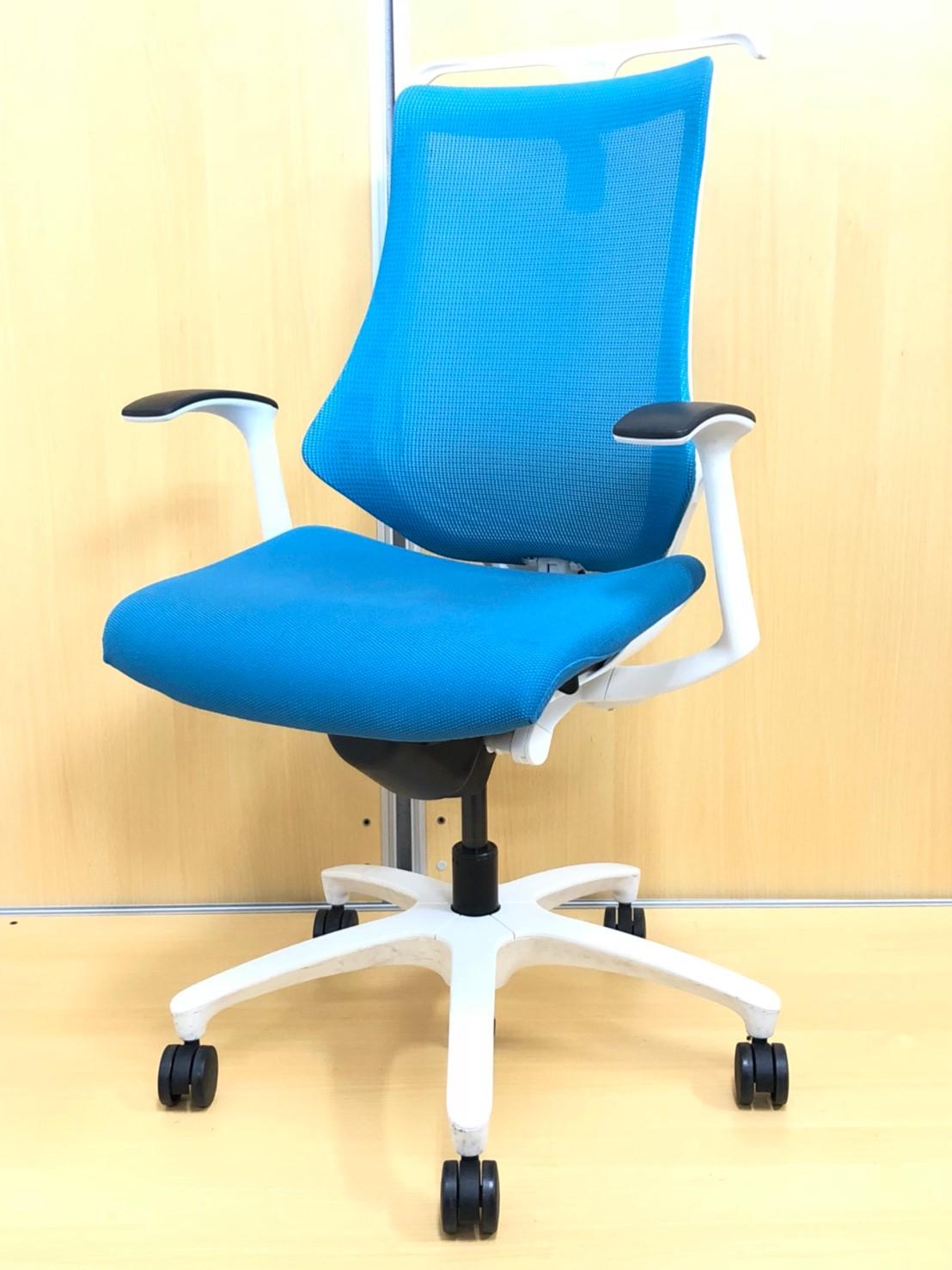 【独特な形で人気!】腰をキャッチし、腕は自由に!執務室用にはもちろん、会議室用にもおすすめ!