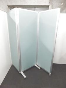 【限定1台!】便利な簡易パーテーションが入荷!使わない時には三つに折りたためます!