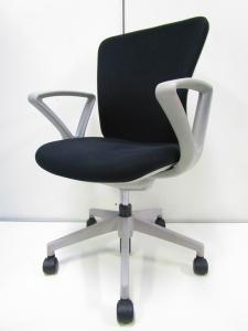 肘付のローコストチェア!シンプルな操作とコストパフォーマンスに優れたオフィスチェア