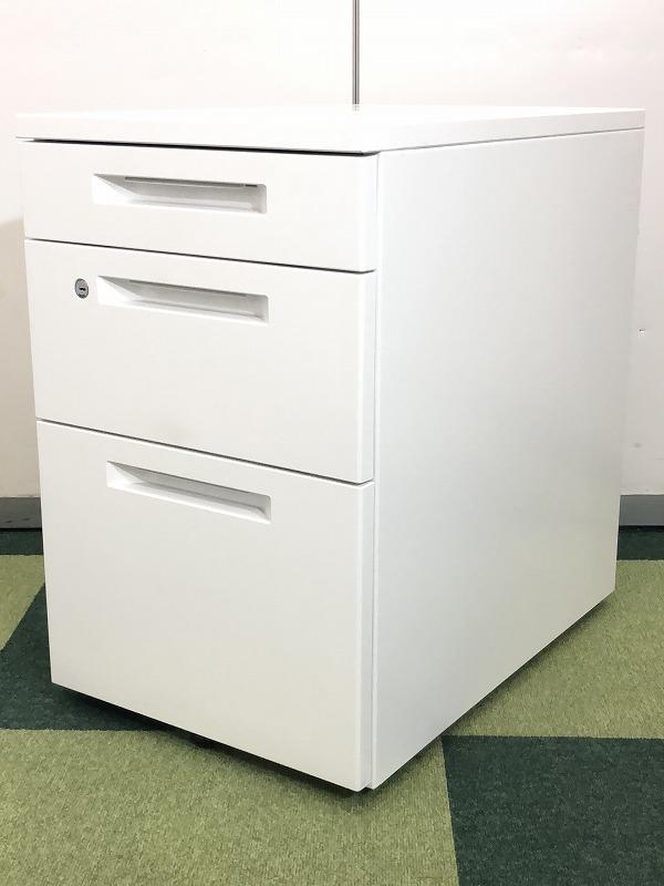 【コクヨ人気シリーズ!】机の下にちょっとした収納はいかがですか?