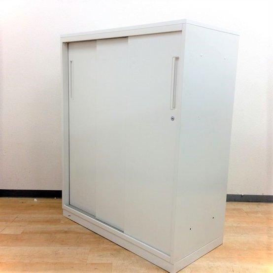 【スペースを有効活用できる引戸書庫!】今流行りのホワイトでオフィスに清潔感を!