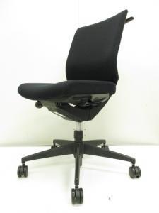 【腰痛対策!!】オフィスで人気のあるブラックカラー!!デスクワークをサポートするオフィスチェア!!