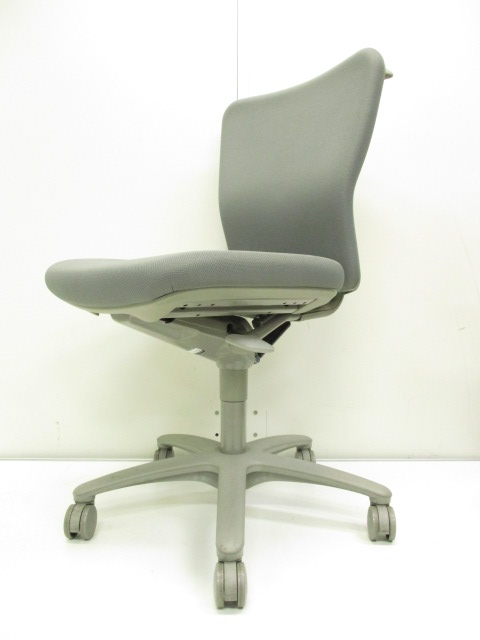 【ローコスト帯のオススメチェア!!】スタンダードなシーティングにシンプルなデザイン・機能のオフィスチェア!!【便利なハンガー付き!!】